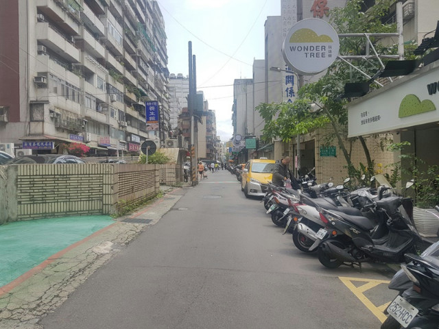 國泰南京大廈面寬金店,台北市松山區光復北路